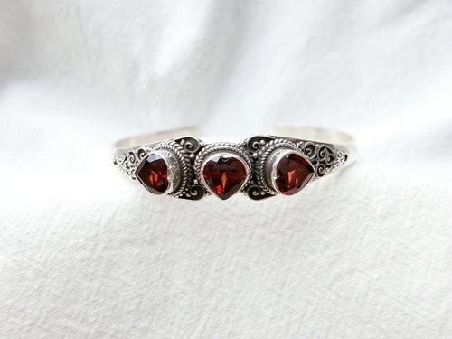 Garnet 925 sterling silver heart-shaped gemstone retro design bracelet Nepal handmade silverware