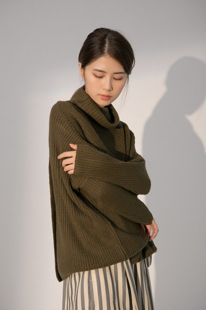 Backlit Flying Turtleneck Knit Blouse-Brown Coco (300% off on any two pieces)