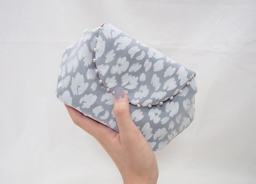 LEOPARD CLUTCH POUCH / smokey blue