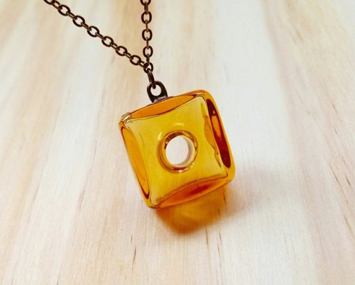 Ice-cold cube essential oil bottle necklace