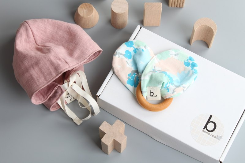 Baby gift box handmade small hat bow wooden ring teether toys men and women baby moon gift box