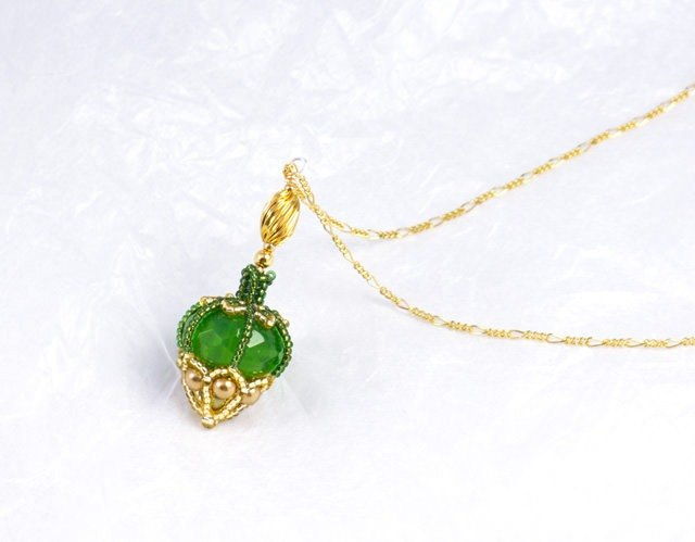Green perfume bottle shape necklace, beaded bottle pendant, bag charm, 1503