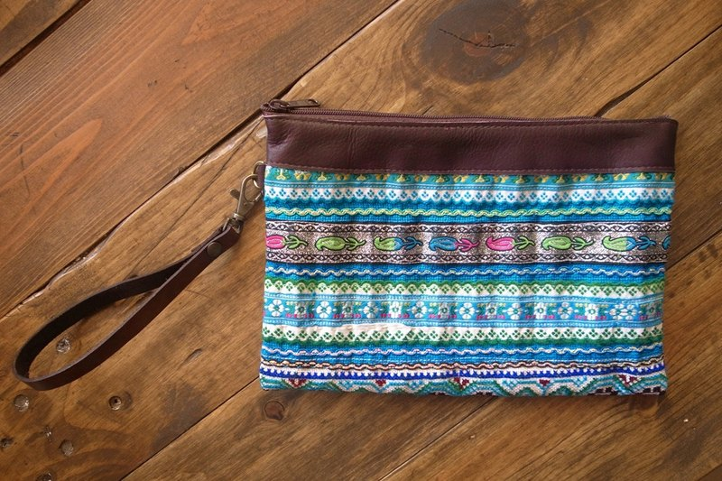【Grooving the beats】[ Fair Trade] Hmong Wristlet Purse With Leather Trim Handmade Thailand / Cosmetic Bag(Blue)