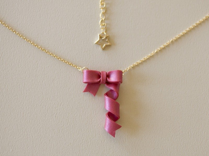 Spinning ribbon necklace (red)