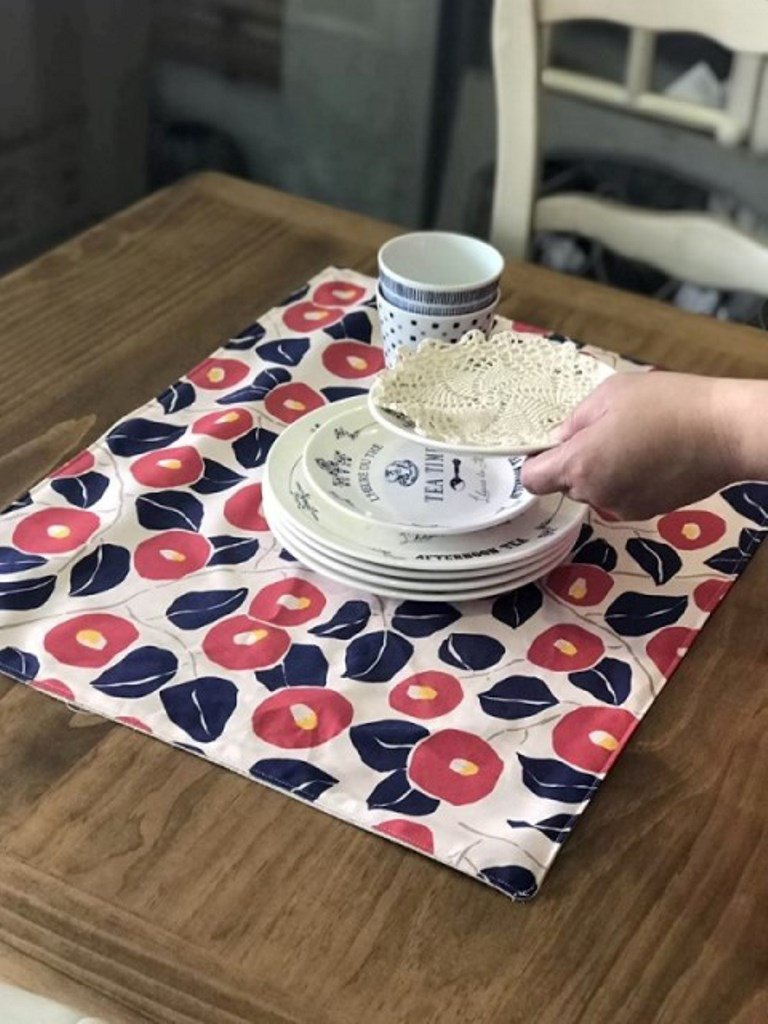 Oreta Living Grocery *** Red Flamingo Flower Placemat, Exclusive Handmade