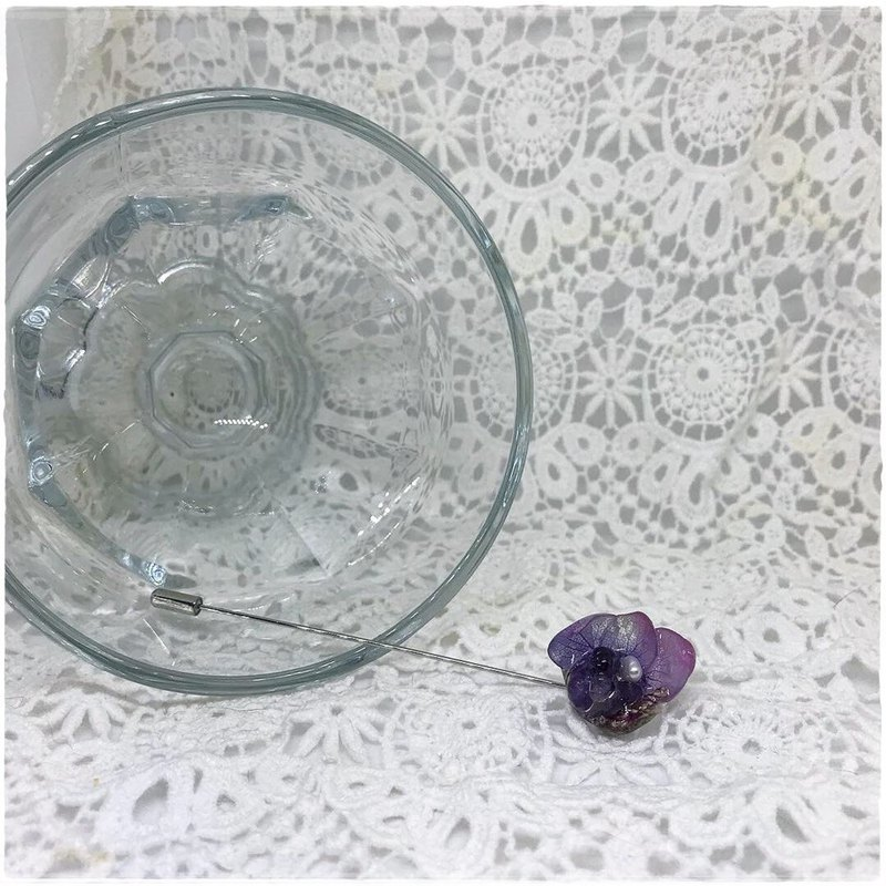 Frozen Flower - Amethyst (Sweater Buckle)