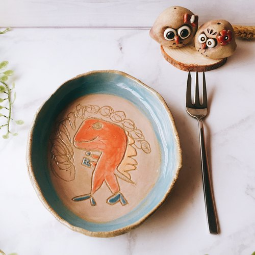 [Dinosaurs eating biscuits] Hand carved pottery plate │ En Ni who 呦 x Pan plate hand made pottery playful Cute dinosaur table gift