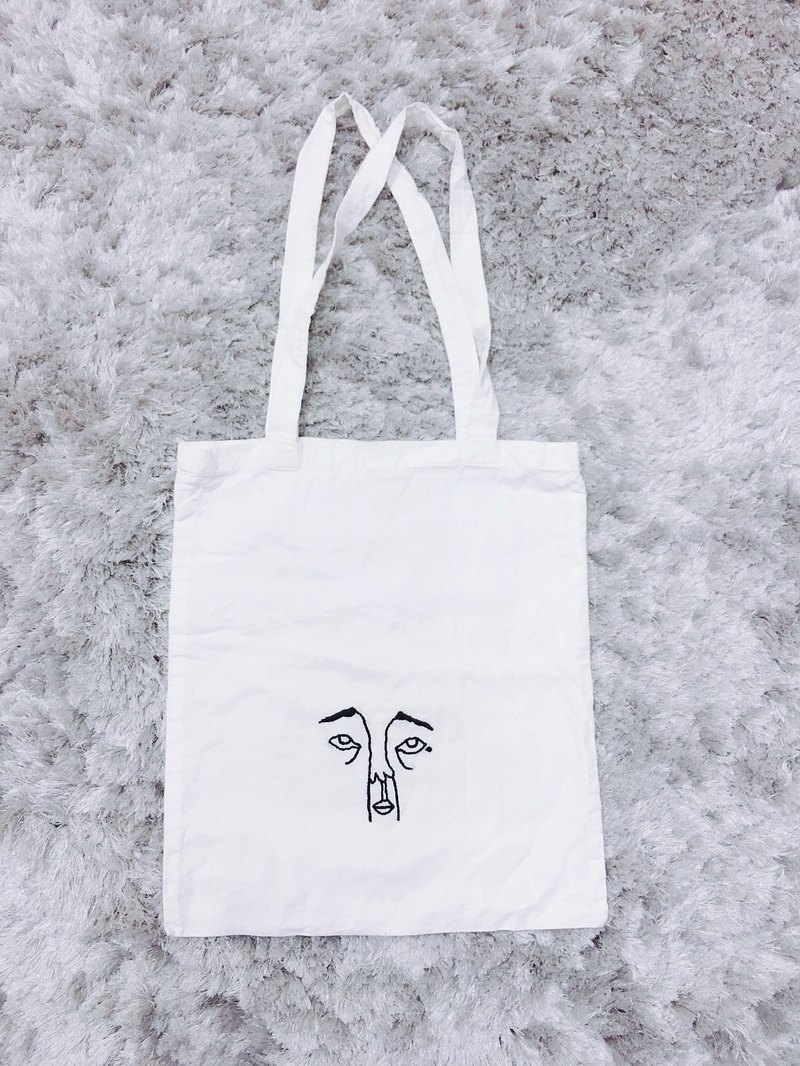 **a mole tote bag** /Hand embroidered