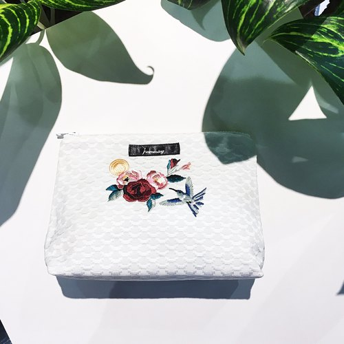 humming- Embroidery cosmetic bag / sapphire