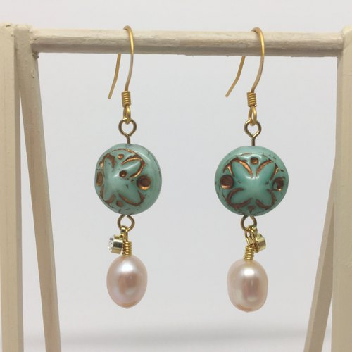Golden highlights mint bead with white pearl earrings