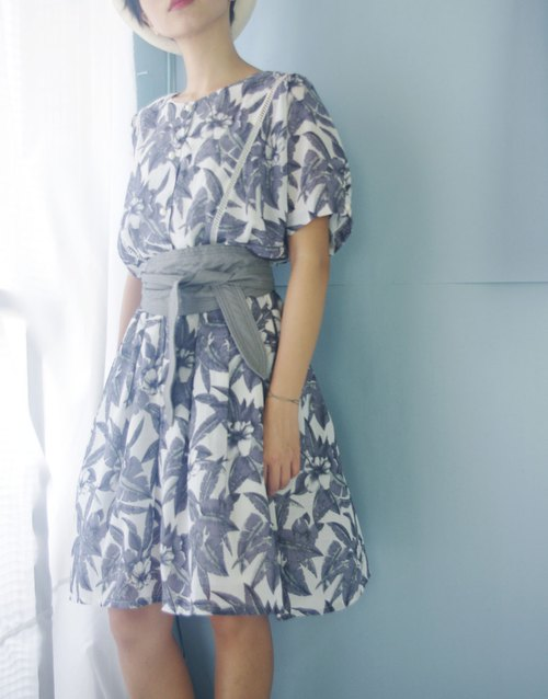 Treasure Hunt Vintage - Grey Floral Retro Dress