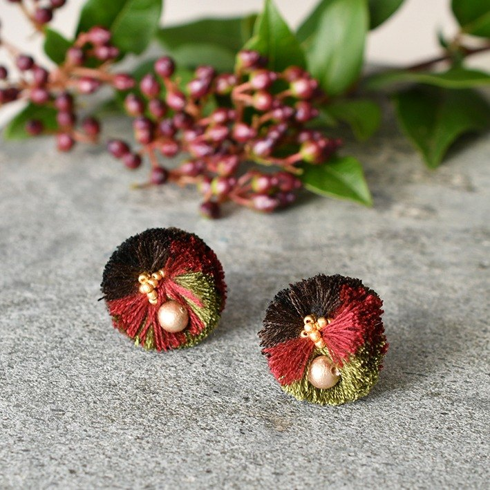 Pompon tassel earrings/Black