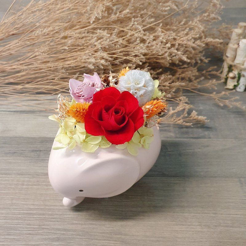 Glamour Red Rose Baby Elephant Dry Flower Pot