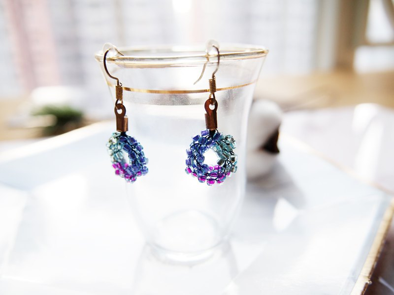 Elegant hand-knit marine color with purple transparent beads earrings _BUE031