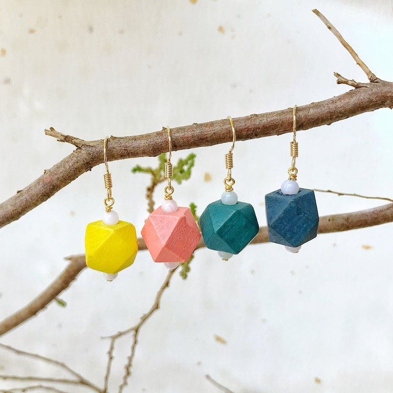 Four-color personality hit color wood earrings can be changed ear clip