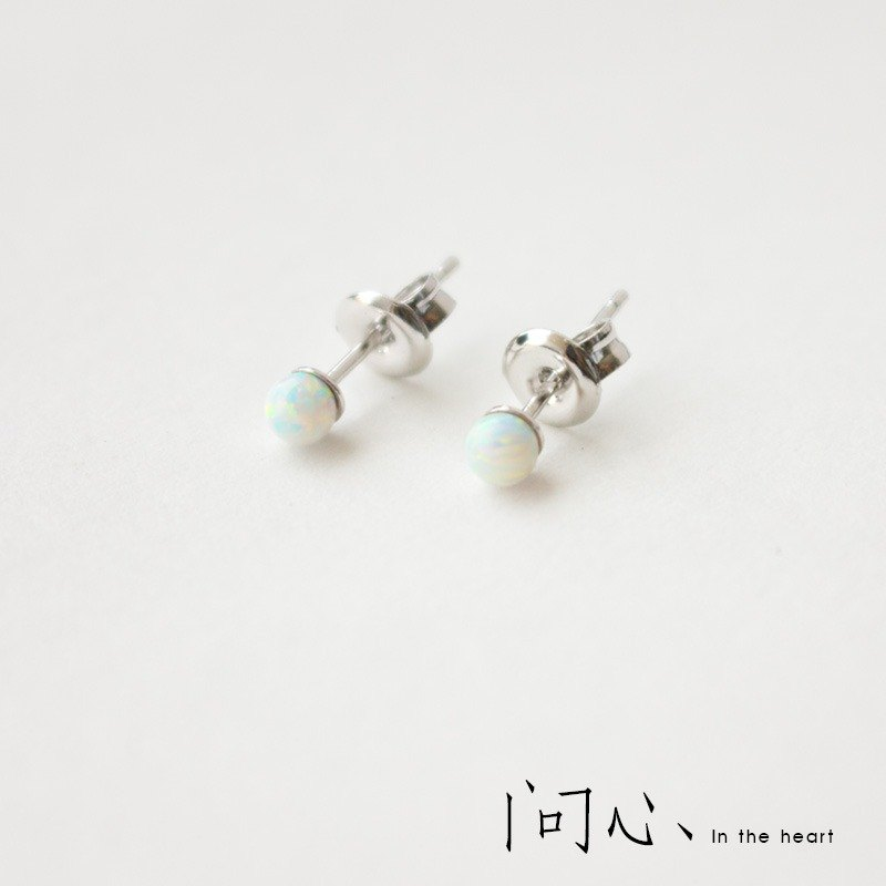 Heart of the original design S925 silver earrings femininity mini ultra-small Korean simple anti-allergic wild one pair