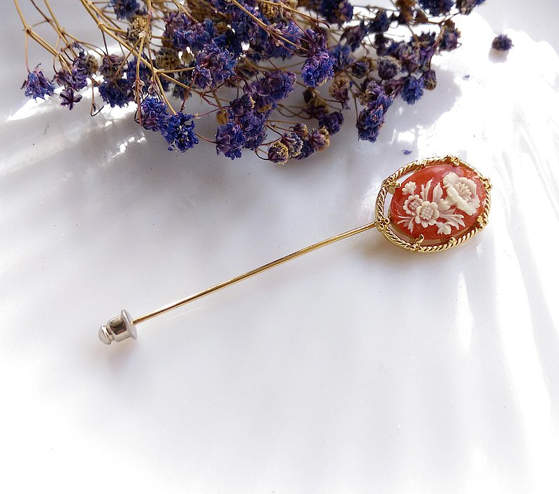 Flower embossed stick pin hat pin pin. Western antique jewelry
