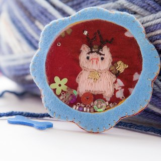 Brooch-Piggy be a Christmas Deer [hand embroidery] Limited item