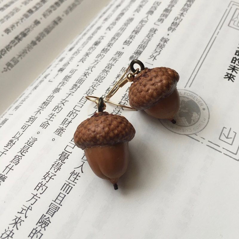 Natural oak fruit earrings limited handmade limited autumn and winter jewelry UK direct Christmas gift birthday gift Valentine's Day gift