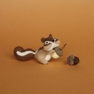 Le Yang, good fun wool felt kit - naughty little squirrel