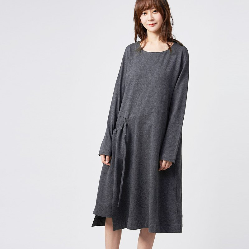 a la sha + a side open diagonal cut ruched long-sleeved dress