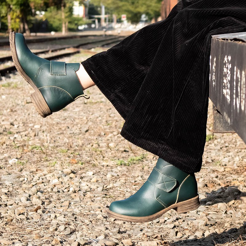 Short boots retro 90s Wenqing Devil felt handmade leather low-heel short boots riding boots dark green