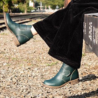 Booties retro 90s Wenqing devil felt handmade leather low heel boots riding boots green