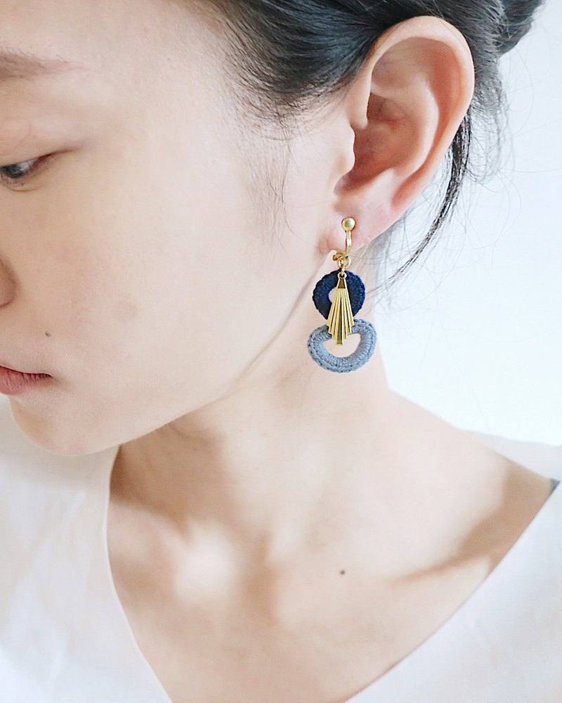 [endorphin] Embroidered woven brass earrings