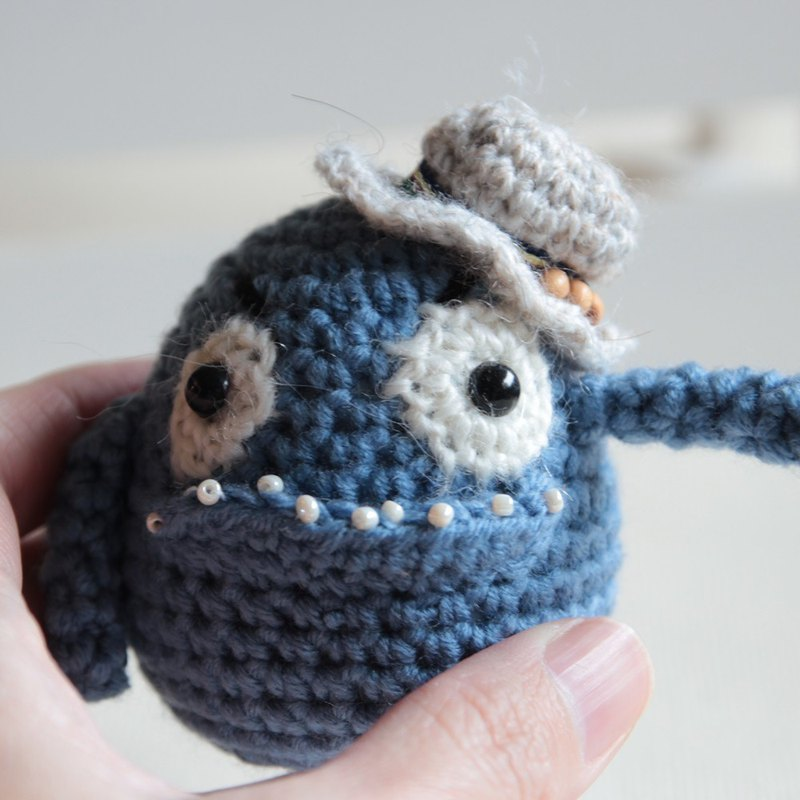 Amigurumi crochet doll: little monster + hat