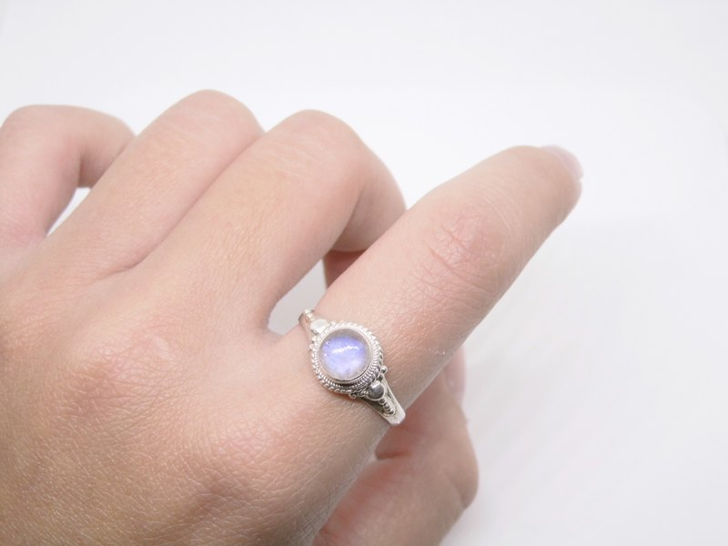 Moonstone Silver Ring Classic live on Nepal handmade inlaid Valentine gift birthday gift