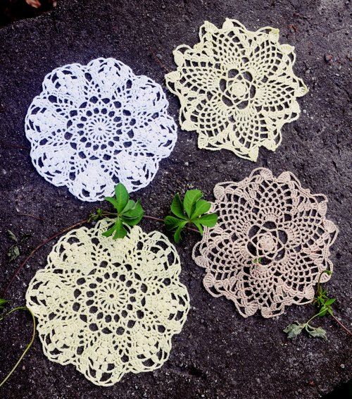 Hand - limited 4 into the group - the spring lace. Lace pad
