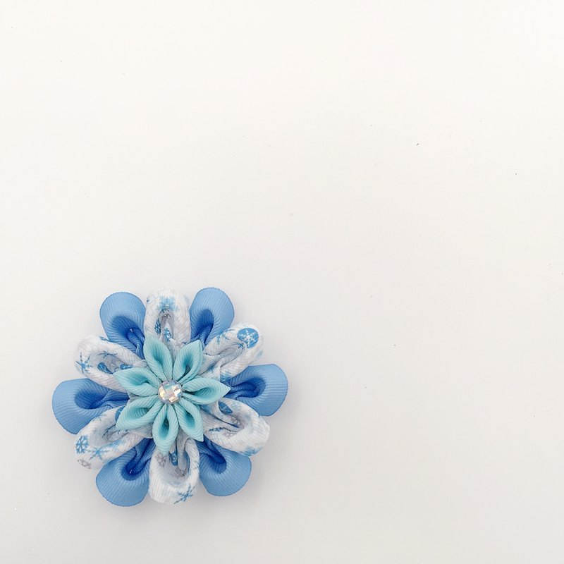 Snowflakes. Hairpin / hair bundles / brooch