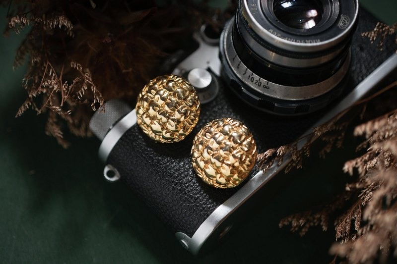 [Antique Jewelry / Western Old Piece] American Givenchy Givenchy Golden Woven Pattern Antique Earrings