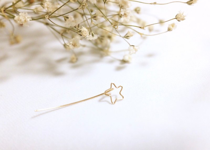 A star. earring. Star. 14Kgold / Silver. One