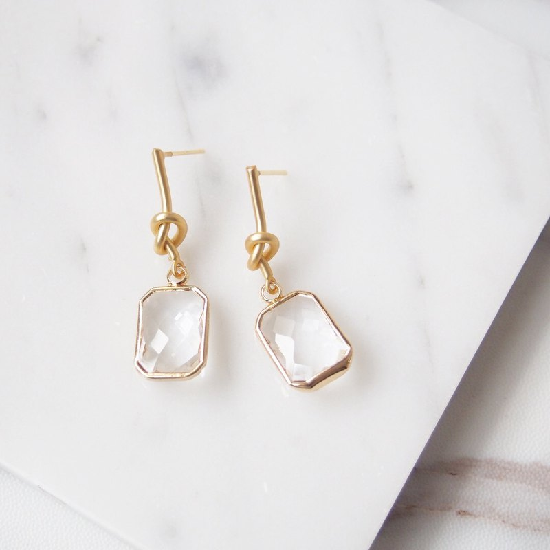Mute gold small kinks and gold-plated square imitation gemstones and temperament earrings