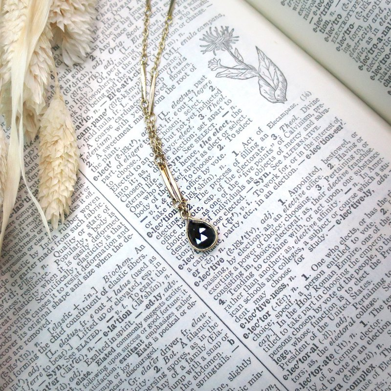VIIART. dark light. Vintage natural black spinel vintage silver plated 18K necklace