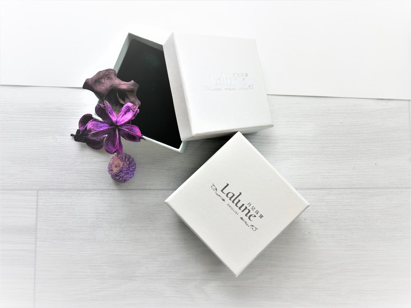 Plus purchase-gift box packaging B