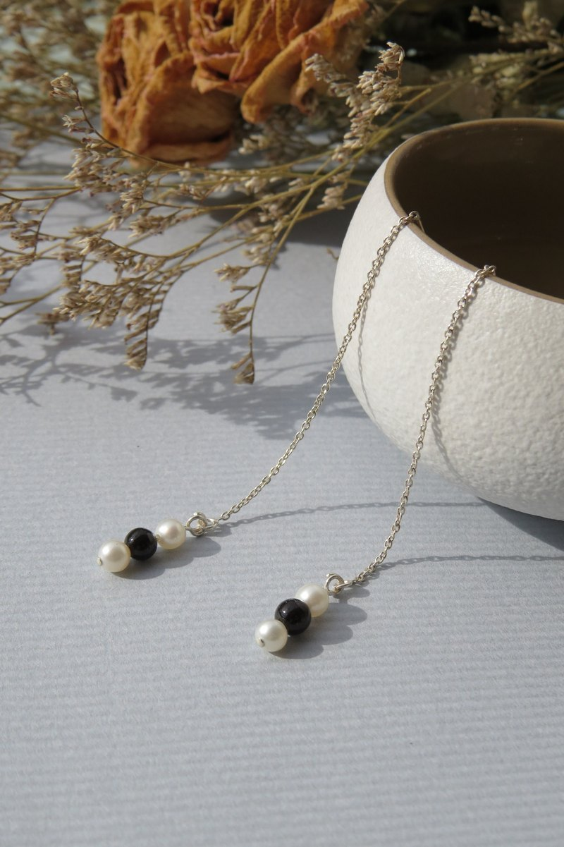 Retouching ReShi / Small Fresh Series / Black and White Bead Earrings / 925 Sterling Silver