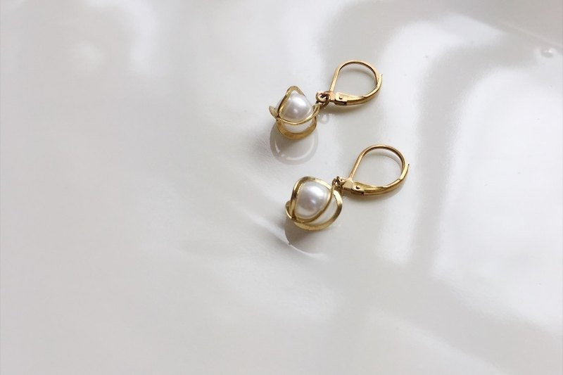 Small flower brass modeling earrings