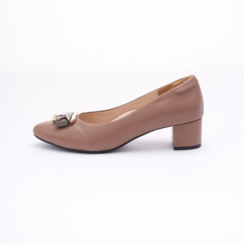 Large size women's shoes 41-45 made in Taiwan three-dimensional metal buckle leather pointed heels 4.5cm cocoa