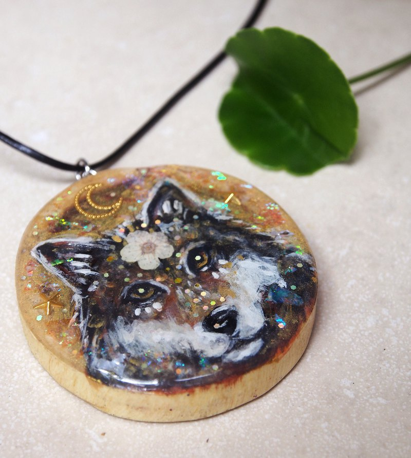 Wolf : Spirit animal hand-painted wooden necklace