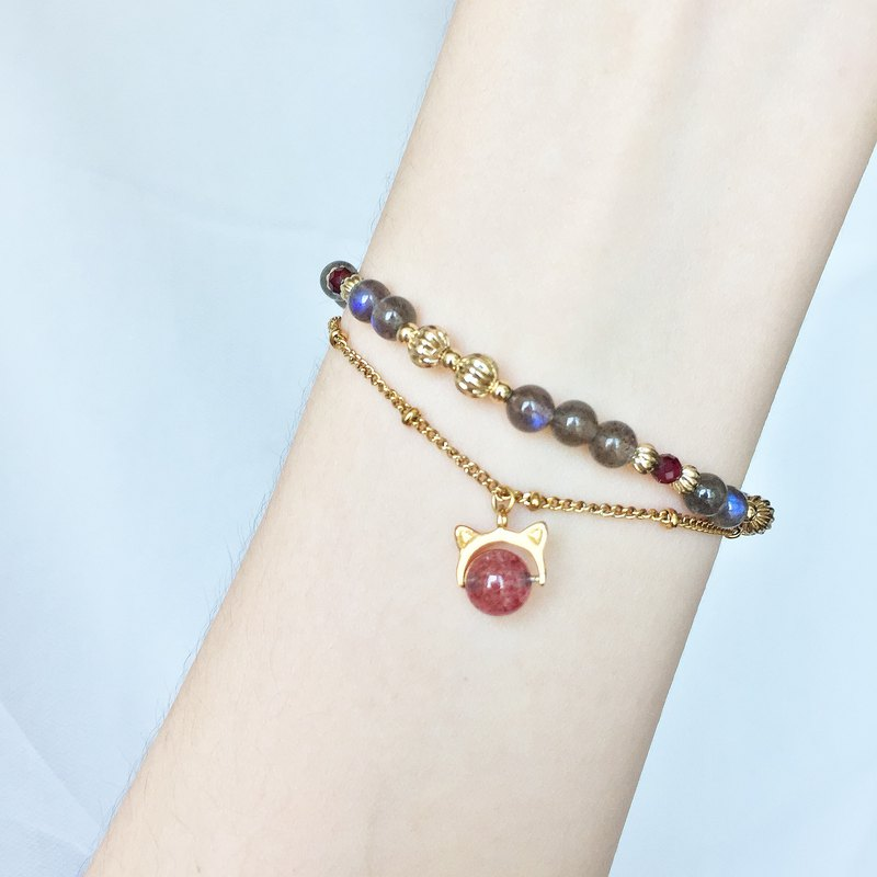 Cat love Strawberry。Labradorite Garnet w/ s925 cat charm Gemstone Bracelet
