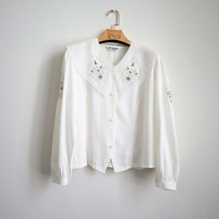 Pumpkin Vintage. Ancient white collar embroidery shirt