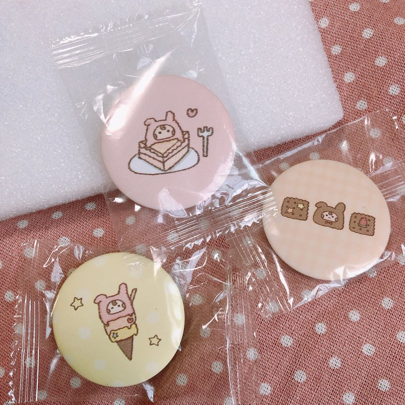 A wave の hand-painted badge - summer sweets