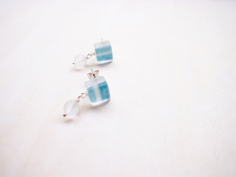 earrings : blue color with quartz earring EW124