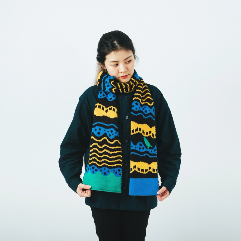 Wave Black Jacquard Knitted Scarf | Yu Square x inBlooom | Warm Winter Gift