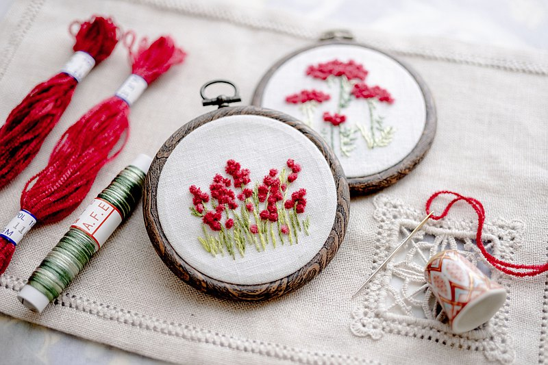 Red clover flower embroidery production kit Safe for beginners Flower embroidery series that can be easily embroidered with original molding thread