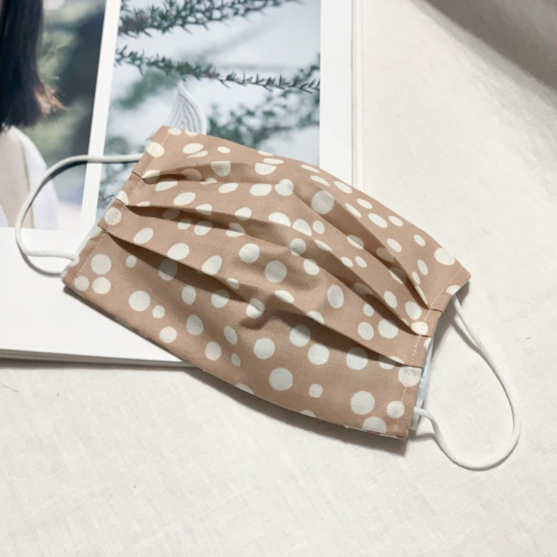 Milk tea polka dot three-dimensional mask cover must be used with medical masks or general masks