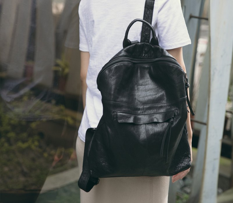 Minimalist curved zipper leather soft leather backpack