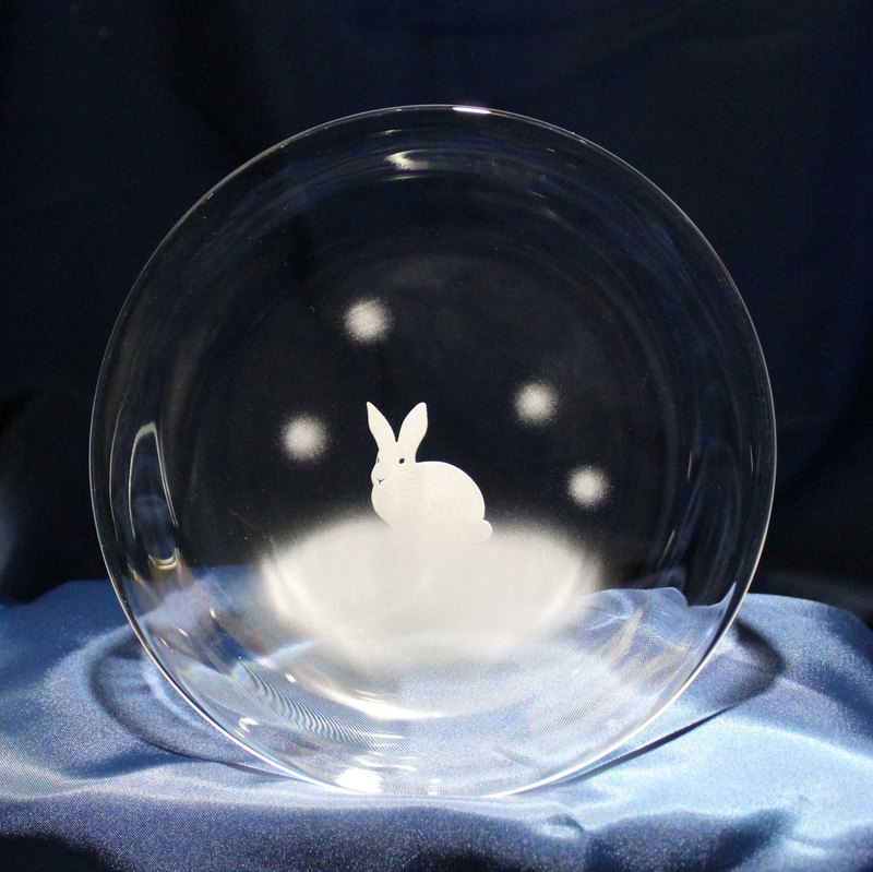 Rabbit motif glass small plate Snow rabbit sitting figure